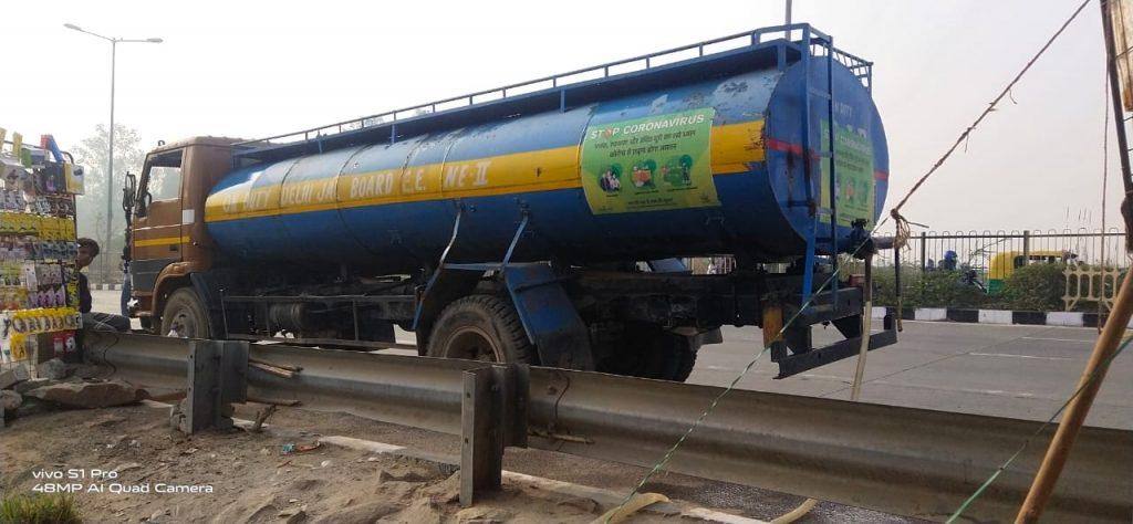 water tanker signature bridge refugee camp delhi